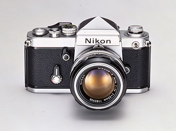 دوربین نیکون F2 که در سال 1971 به بازار عرضه شد