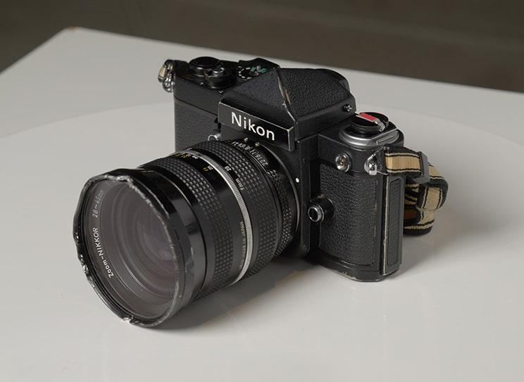 دوربین Nikon F2 Titanium Uemura Special به نمایش گذاشته شده در در موزه یادبود Uemura Naomi (شهر تویوکا ، استان هیوگو)